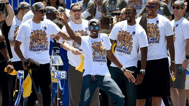 Golden-State-Warriors-parade-dance.jpg