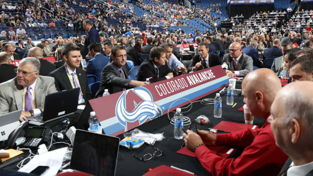 nhl-draft-executives-phones.jpg