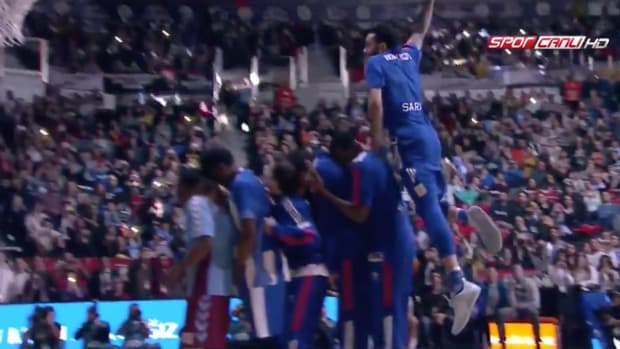 tyler-honeycutt-ucla-turkey-dunk-contest-video.png