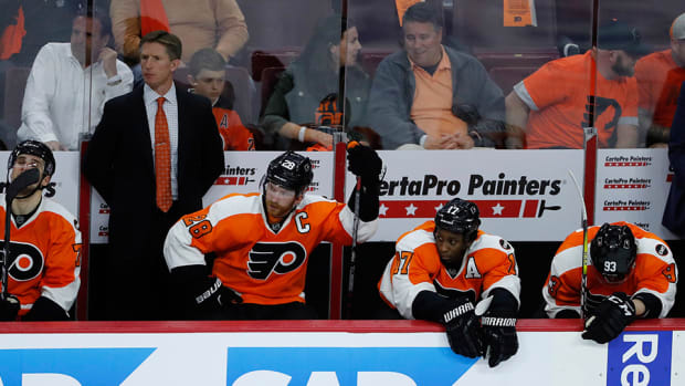 flyers-bench-fans-throw-bracelets-game-3-loss-capitals.jpg
