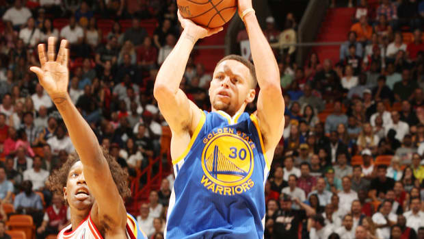 stephen-curry-kyle-korver-warriors-heat-three-pointer-video.jpg