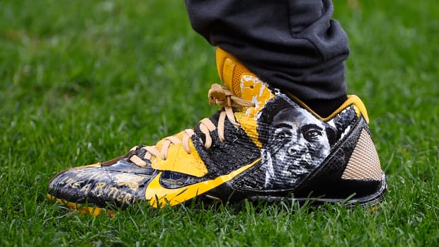 antonio-brown-muhammad-ali-cleats-threat.jpg