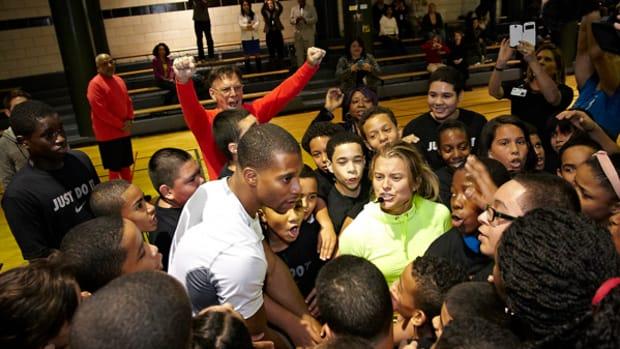 Giants Wideout Victor Cruz Inspires New York City Kids