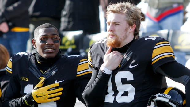 desmond-king-cj-beathard-iowa-2016.jpg