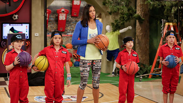 WNBA All-Star Candace Parker Stops by Nickelodeon
