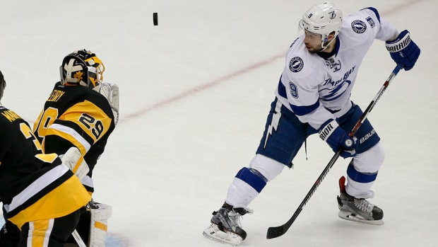 tyler-johnson-tampa-bay-lightning-marc-andre-fleury-pittsburgh-penguins-game-5-overtime-nhl-playoffs.jpg