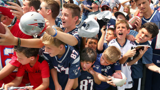mmqb-patriots-fans-training-camp-2016.jpg
