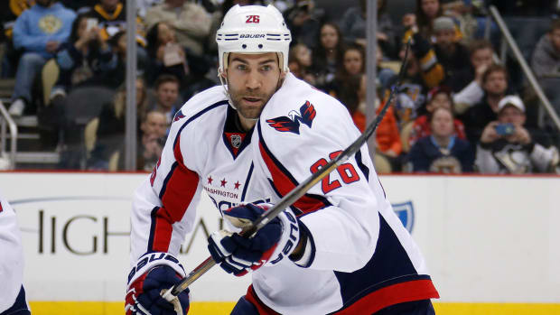 daniel-winnik-capitals-ear-injury.jpg