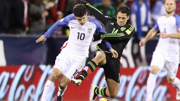 christian-pulisic-chicharito-usa-mexico.jpg