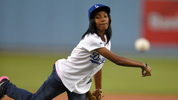 Mo'ne Davis Throws Out First Pitch at Dodger Stadium