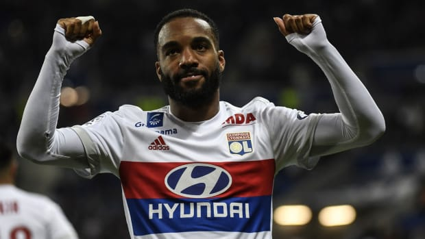 alexandre-lacazette-leaves-lyon.jpg