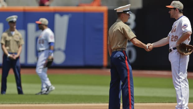 Mets, Curtis Granderson Honor Troops on Memorial Day