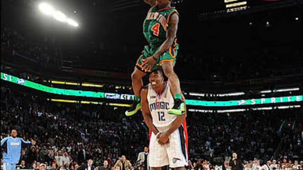 Top 10 Small Athletes: #10 Nate Robinson