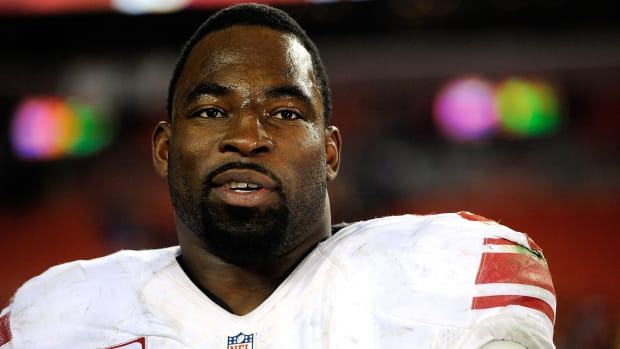 justin-tuck-one-day-contract-giants.jpg