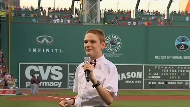 Blind and Autistic 14-Year-Old Wows Fenway Park