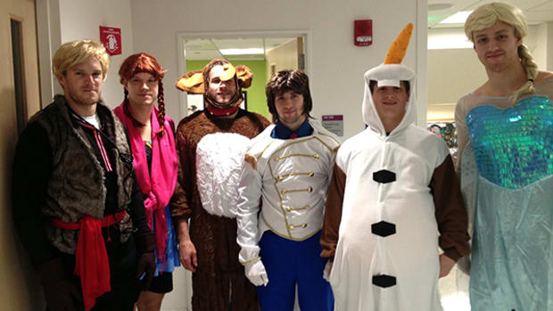Bruins Visit Kids While Dressed as Characters from Frozen