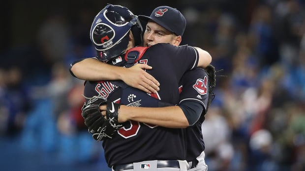 indians-win-14th-straight-blue-jays.jpg