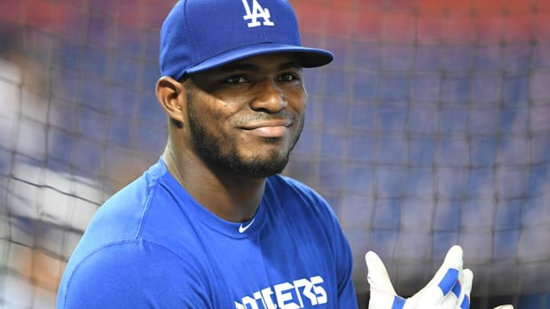 yasiel-puig-fan-lost-tooth-dodgers.jpg