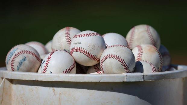 bucket-baseballs