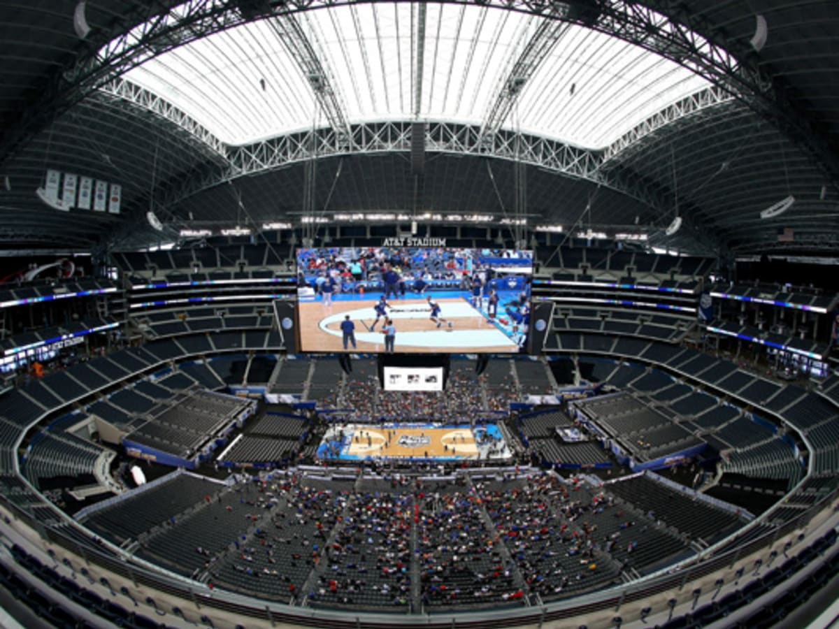 14 Final Four Day 2 How Would You Use A Giant Jumbotron Si Kids Sports News For Kids Kids Games And More