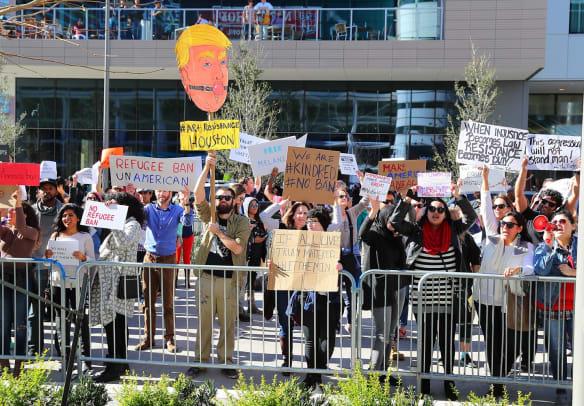 Anti-Trump-Protestors-Houston-NFL-Experience-GettyImages-633053916_master.jpg