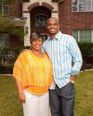 Adrian Peterson and His Track Star Mom Bonita Jackson's SI Kids Photoshoot - 5 - Bonita Jackson and Adrian Peterson