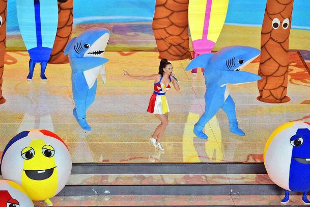 Katy-Perry-left-shark-X159213_TK1_2299.jpg
