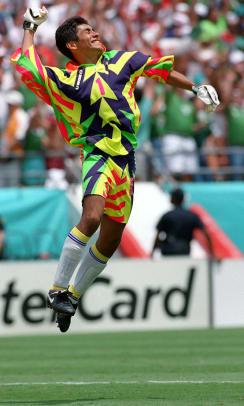 1994-0624-Jorge-Campos-Mexican-National-Team-uniform.jpg