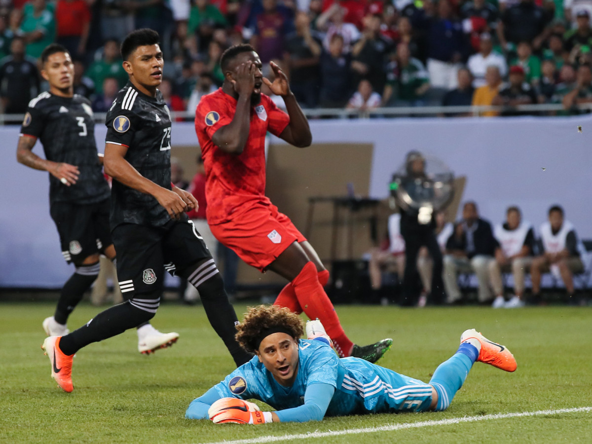 jozy-altidore-miss-usa-mexico-gold-cup.jpg