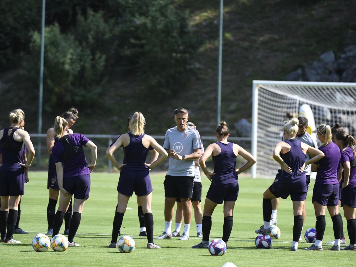 phil-neville-england-coach-training.jpg