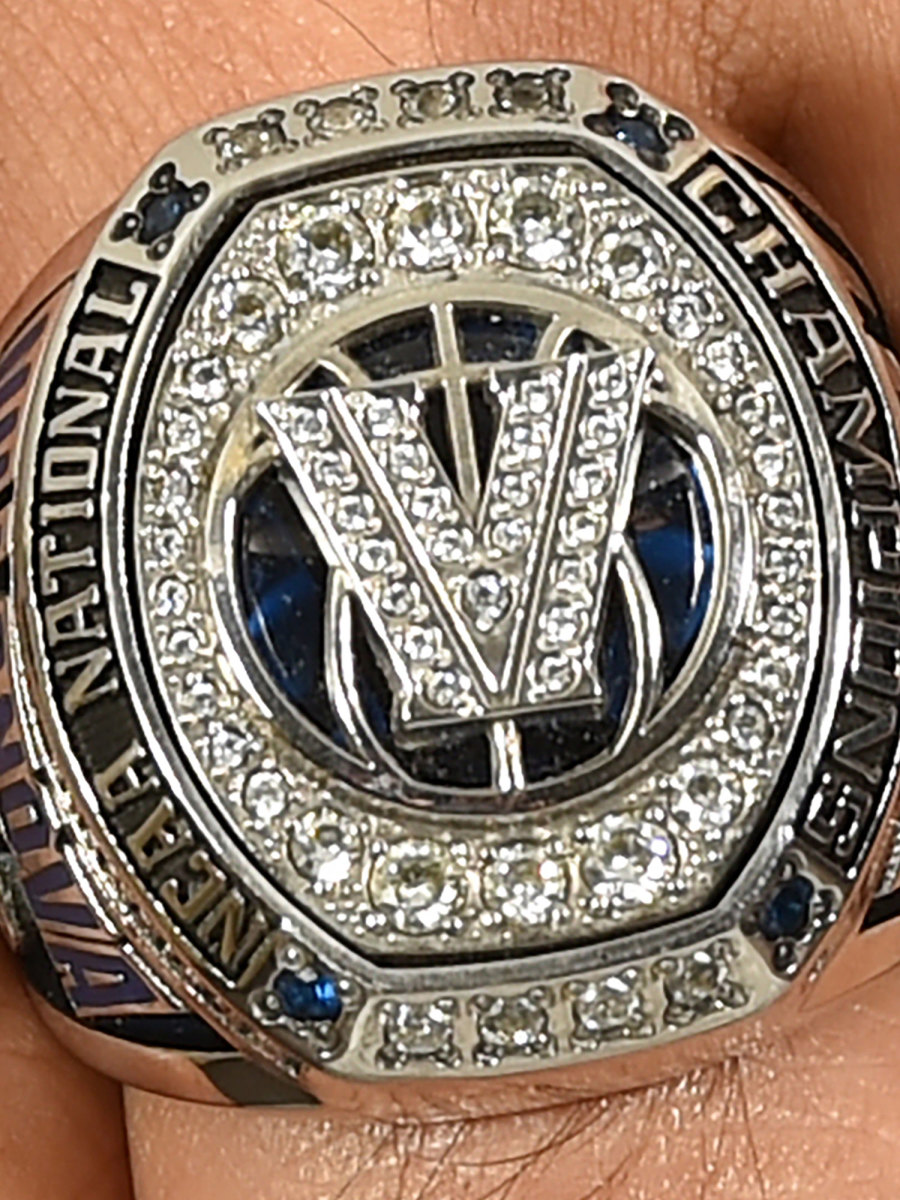 villanova-basketball-championship-ring-2000.jpg
