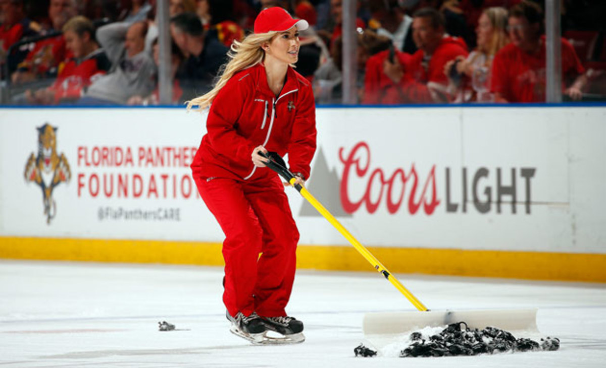 Panthers-Schecter-Ice-Girl.jpg