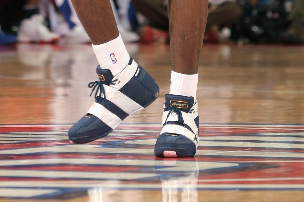 lebron-james-2006-shoes.jpg