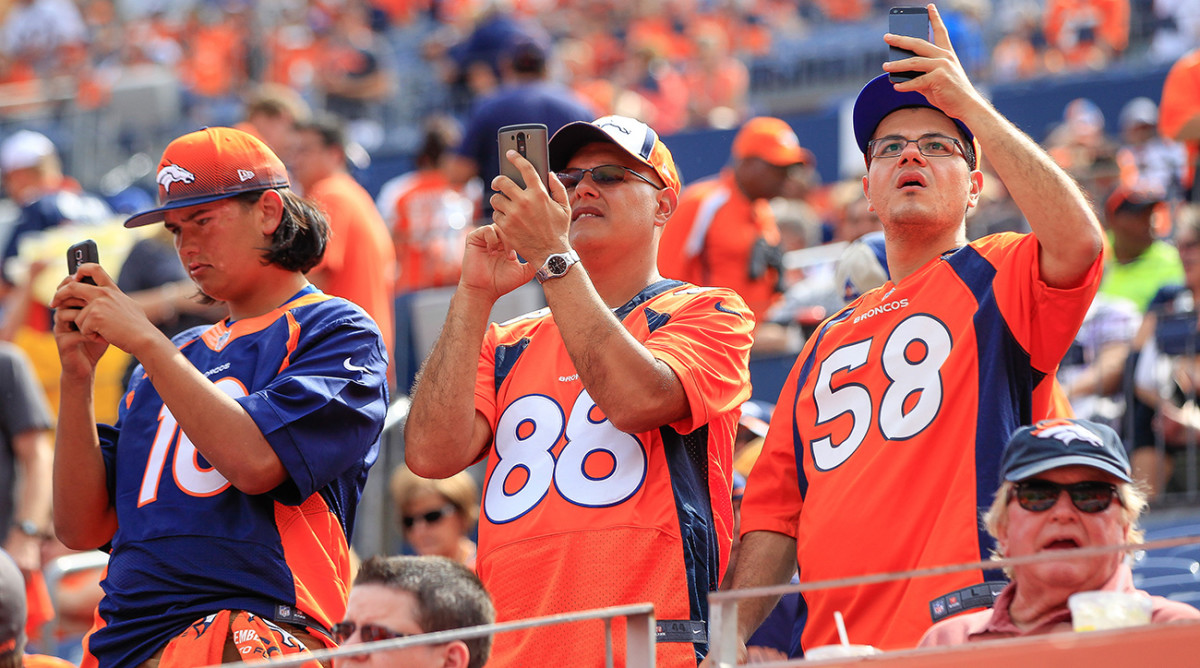 denver-broncos-fans-1300-tech-savvy-teams.jpg
