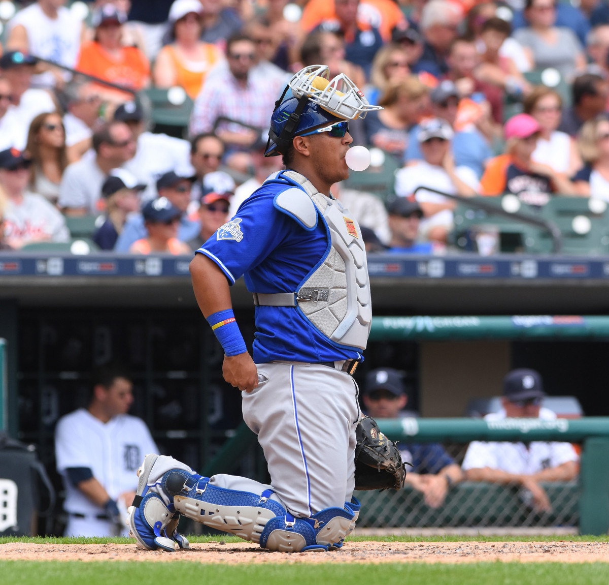 royals-catcher-perez-kneeling.jpg