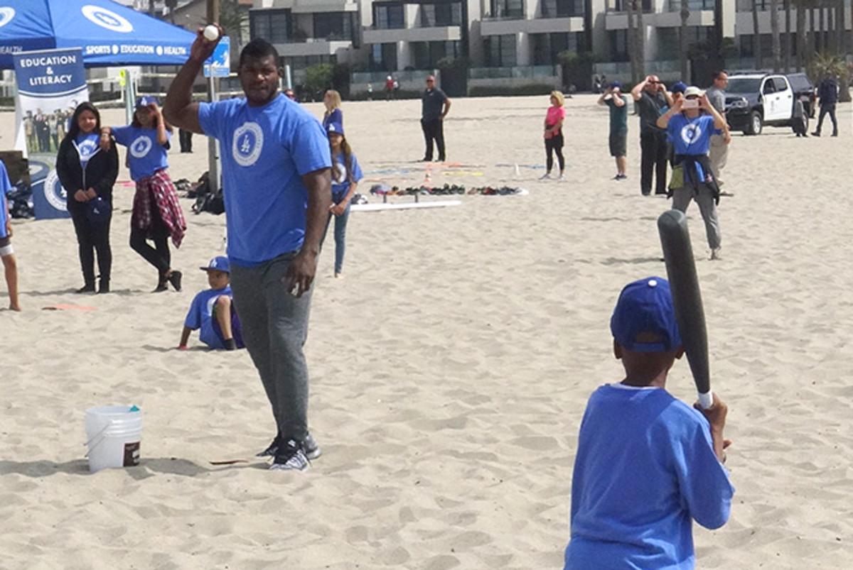 dodgers-beach-play-ball-article2.jpg