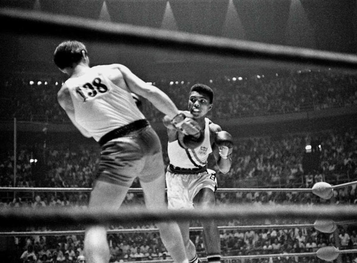 02-1960-0825-Cassius-Clay-Muhammad-Ali-Zbigniew-Pietrzykowski-017054699.jpg