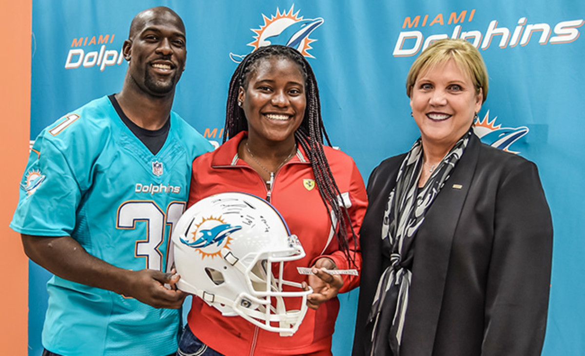 michael-thomas-dolphins-super-grad-article1.jpg