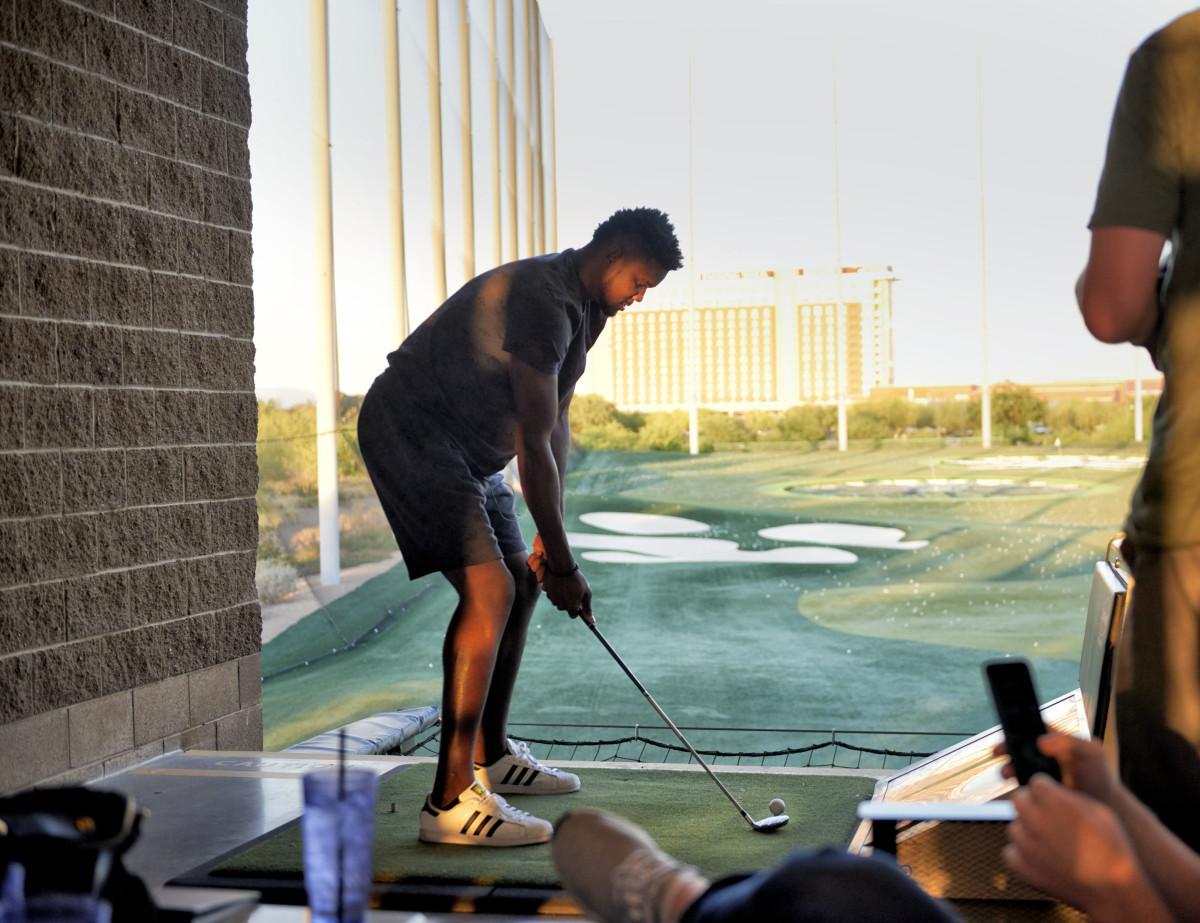deandre_ayton_golf_.jpg