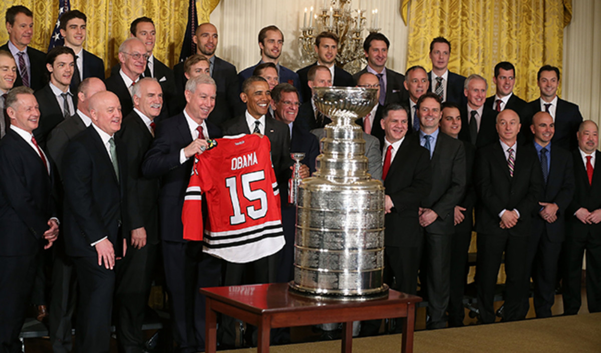 obama-blackhawks-article.jpg