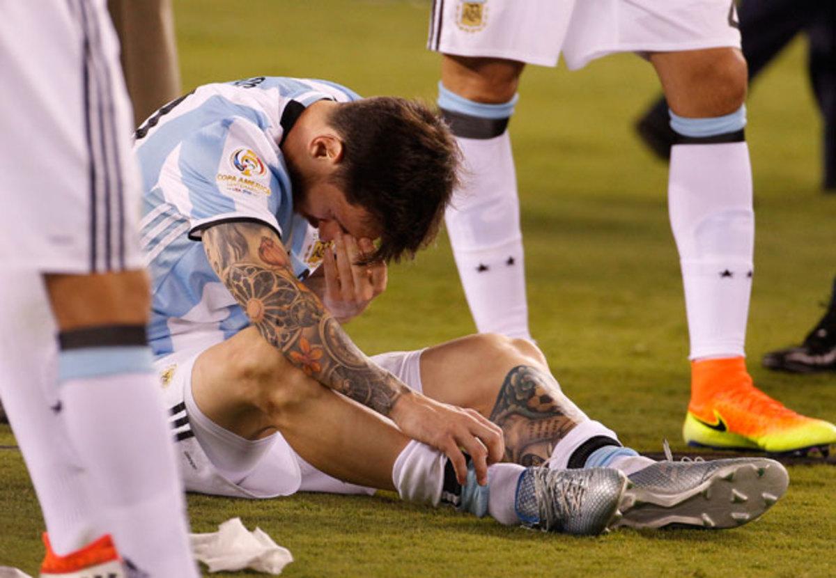 messi-sit-cry-argentina-inline.jpg
