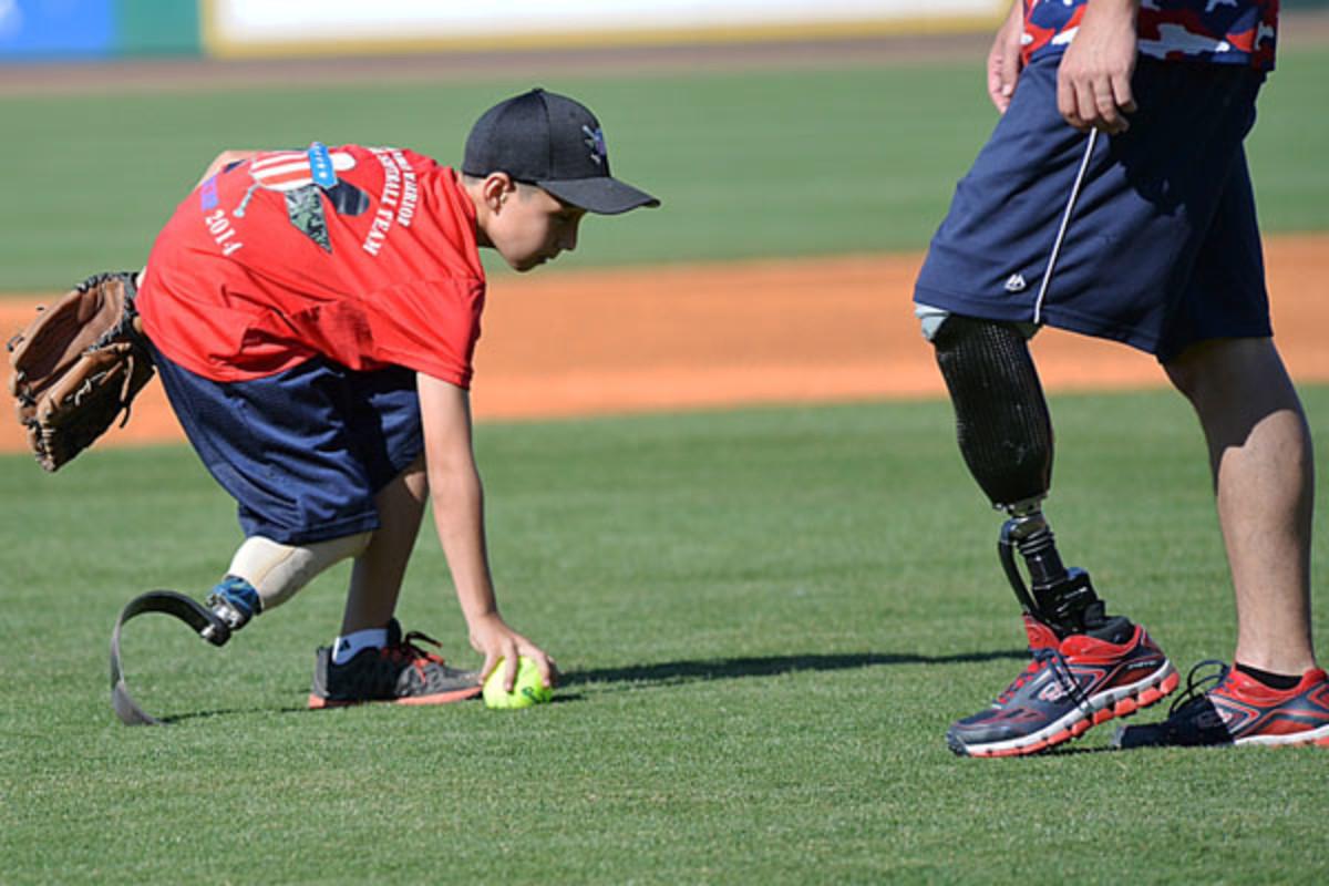 louisville slugger wounded warrior amuptee softball camp