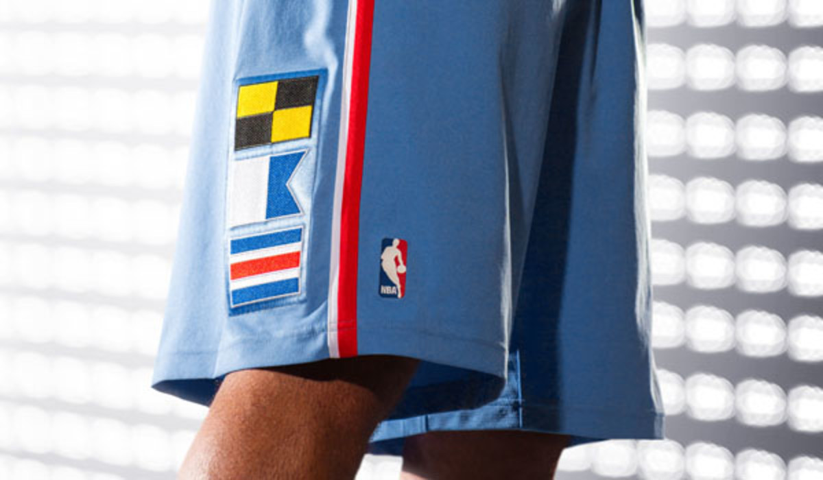 la clippers back in blue jersey shorts